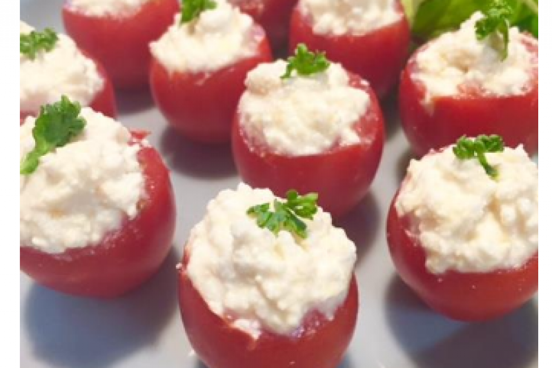 עגבניות שרי במילוי קוטג' ומיסו
